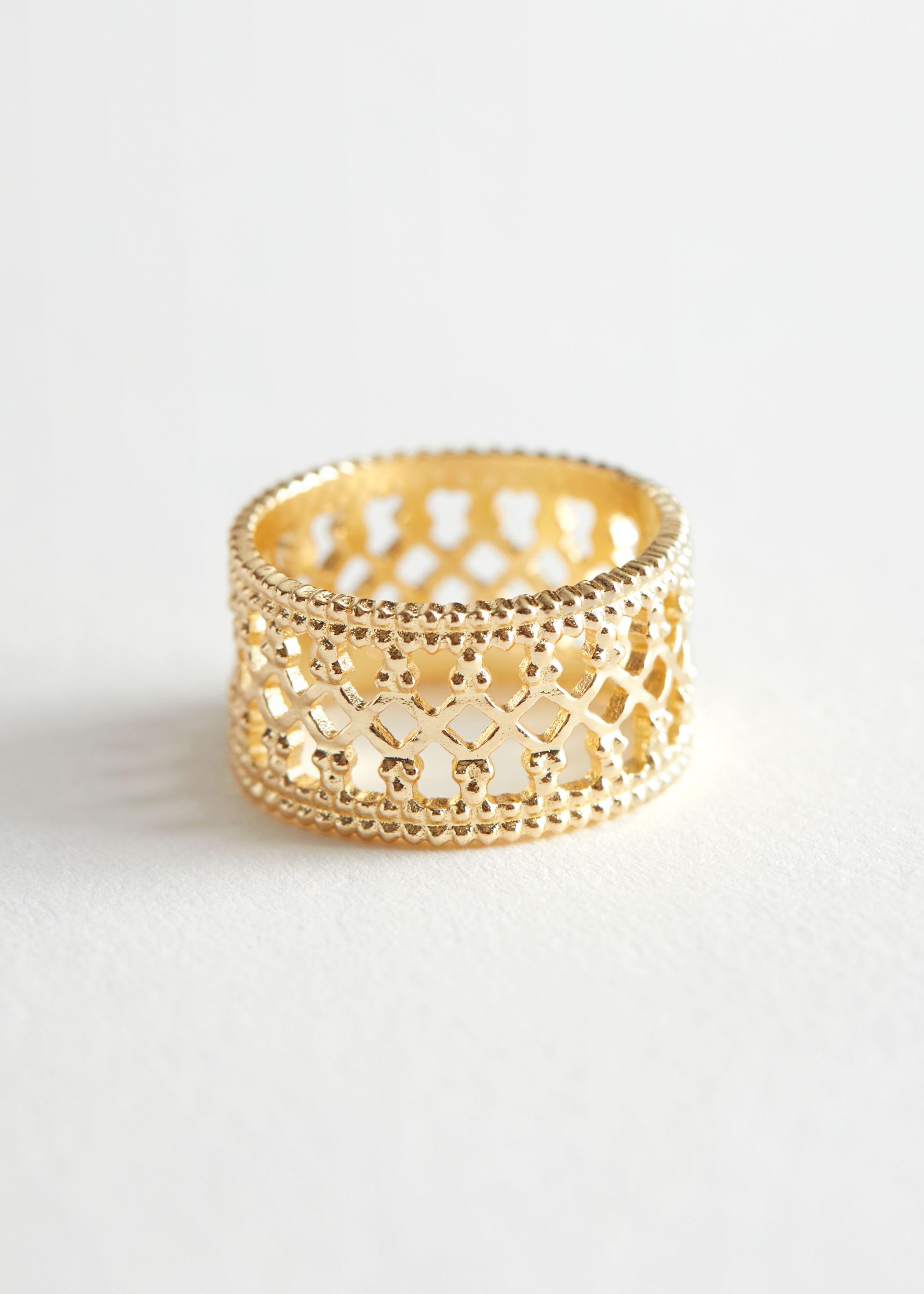 Wide geometric band ring