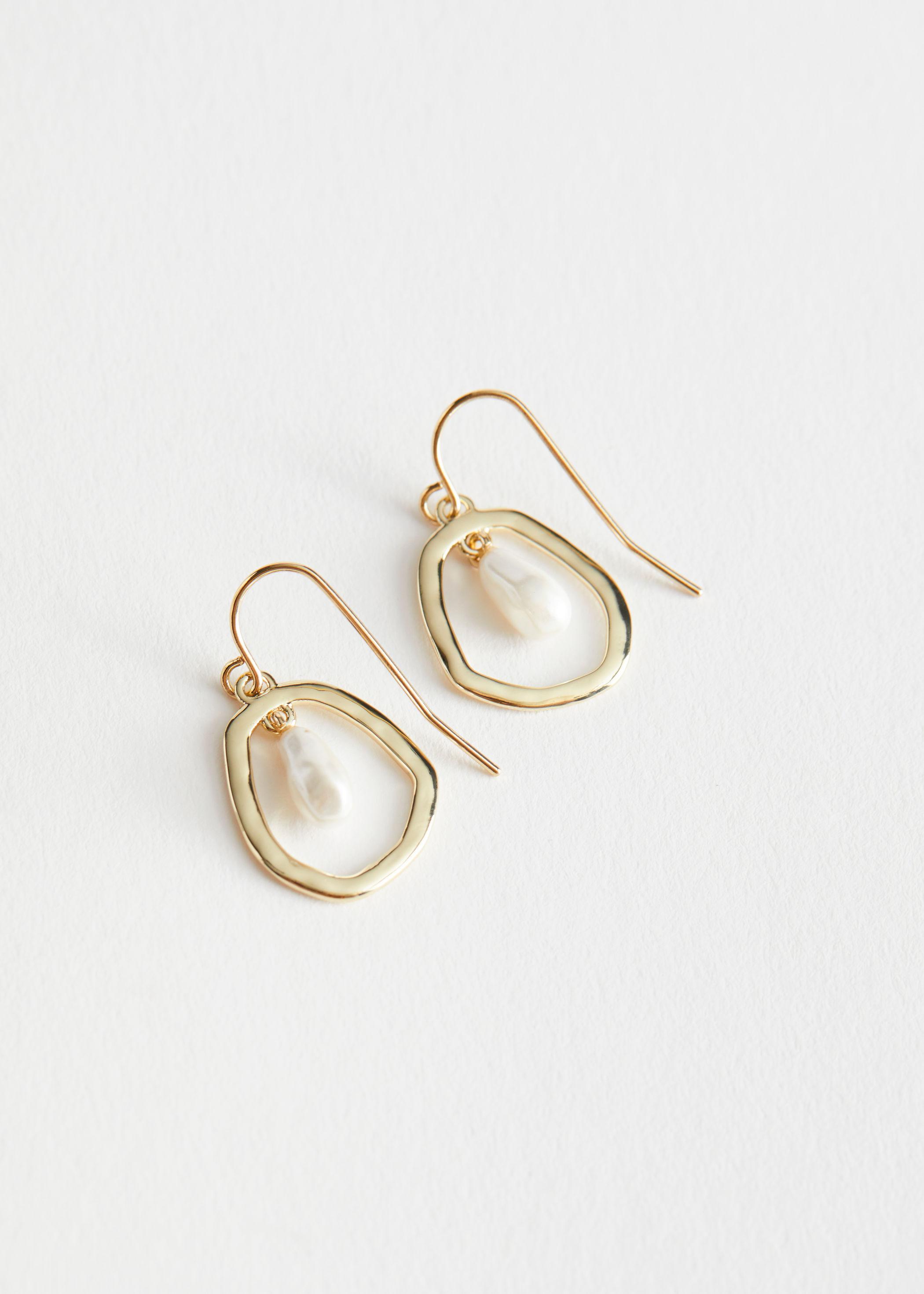 Pearl gold pendant earrings