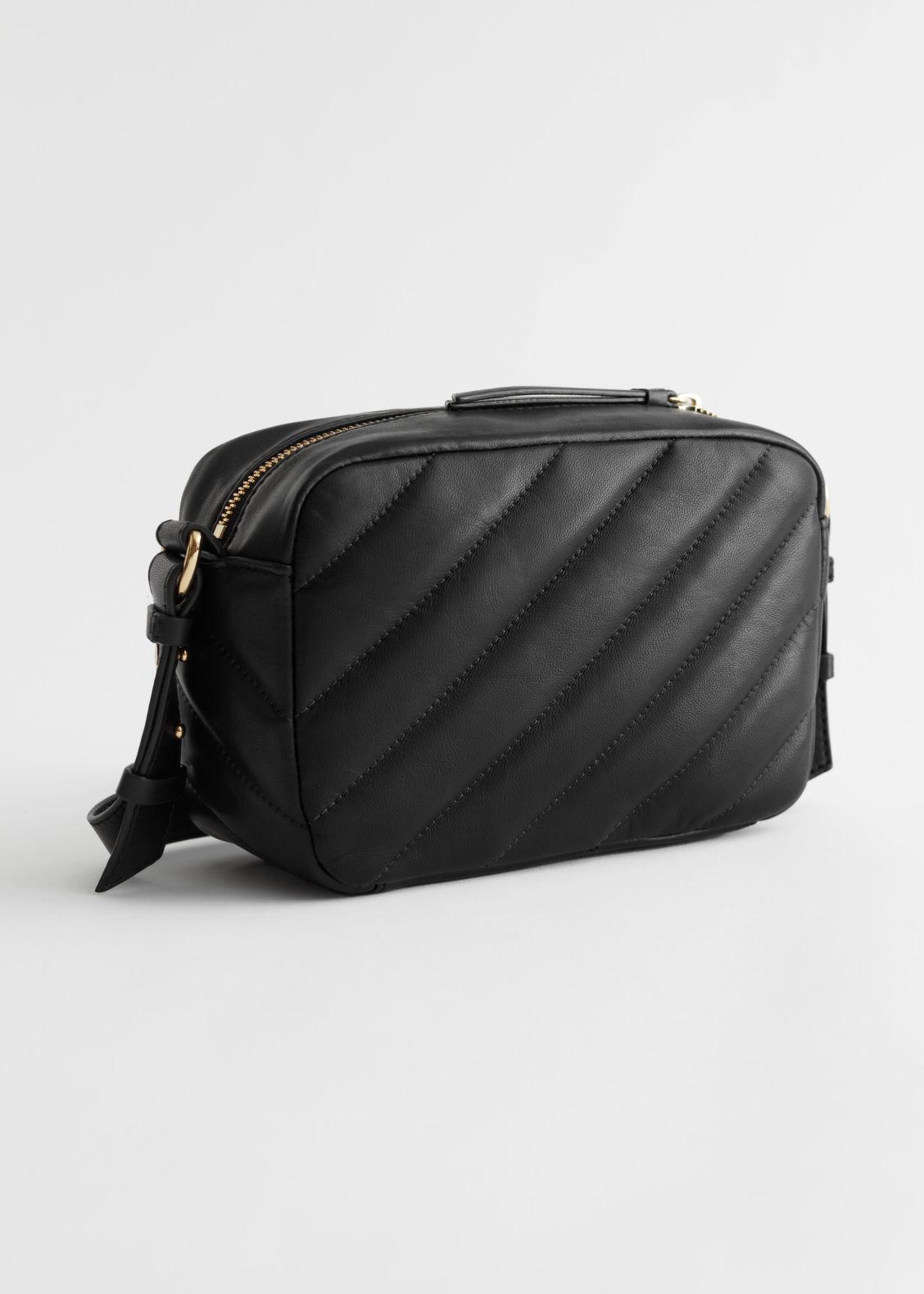 앤 아더 스토리즈 퀼팅 스트라이프 백 & OTHER STORIES Quilted Stripe Leather Bag,Black