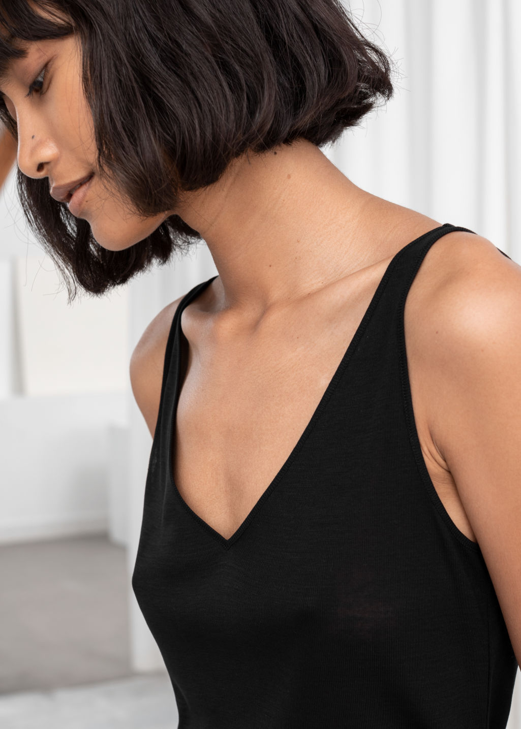 Model back image of Stories ribbed v-neck top in black
