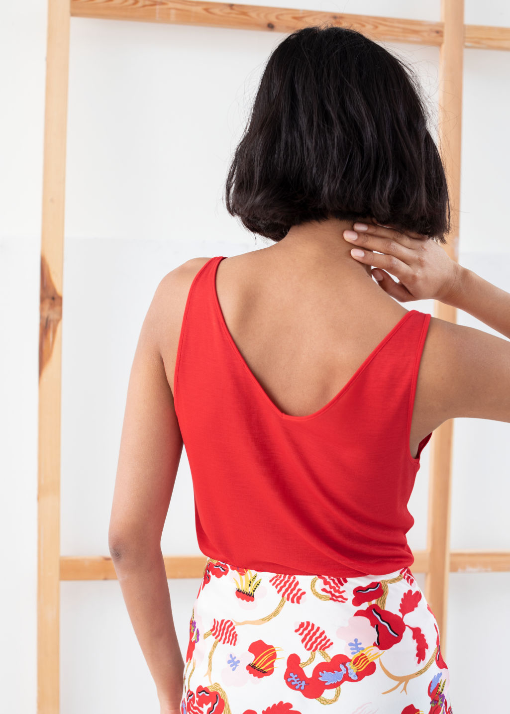 Model back image of Stories ribbed v-neck top in red