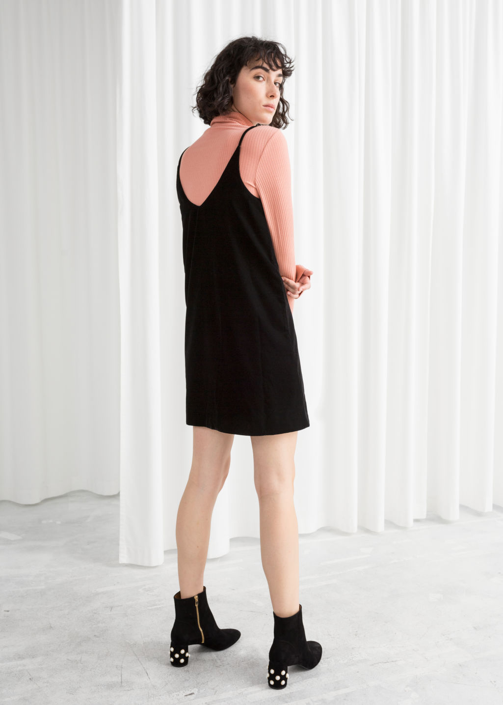 Model back image of Stories strap velvet dress  in black
