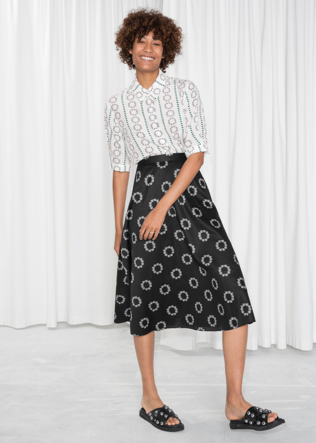 Model front image of Stories painted dots a-line skirt in black