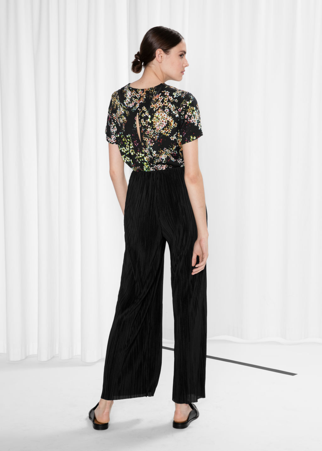 Model back image of Stories pleated trousers in black