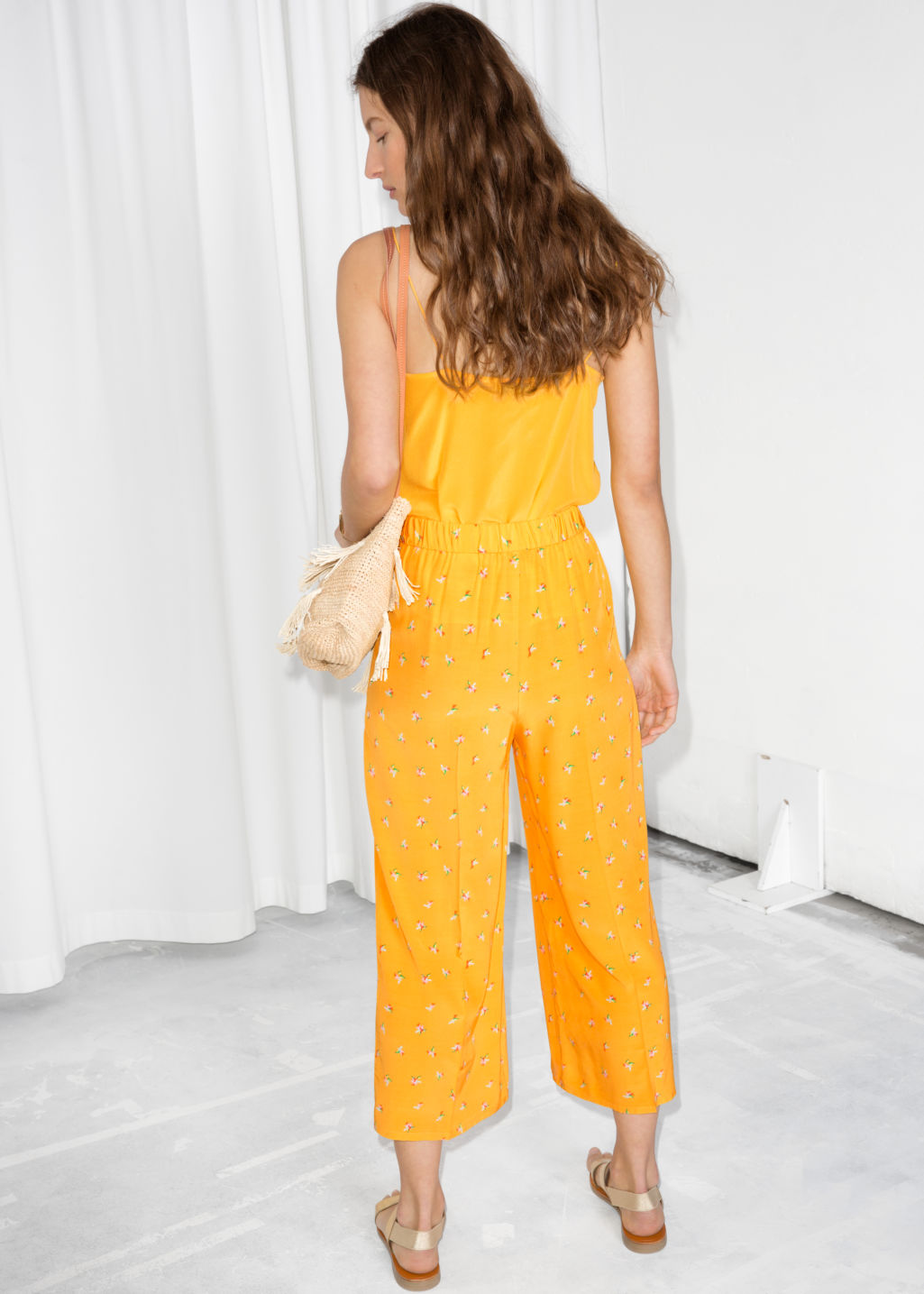 Model back image of Stories starry sky print culottes in yellow