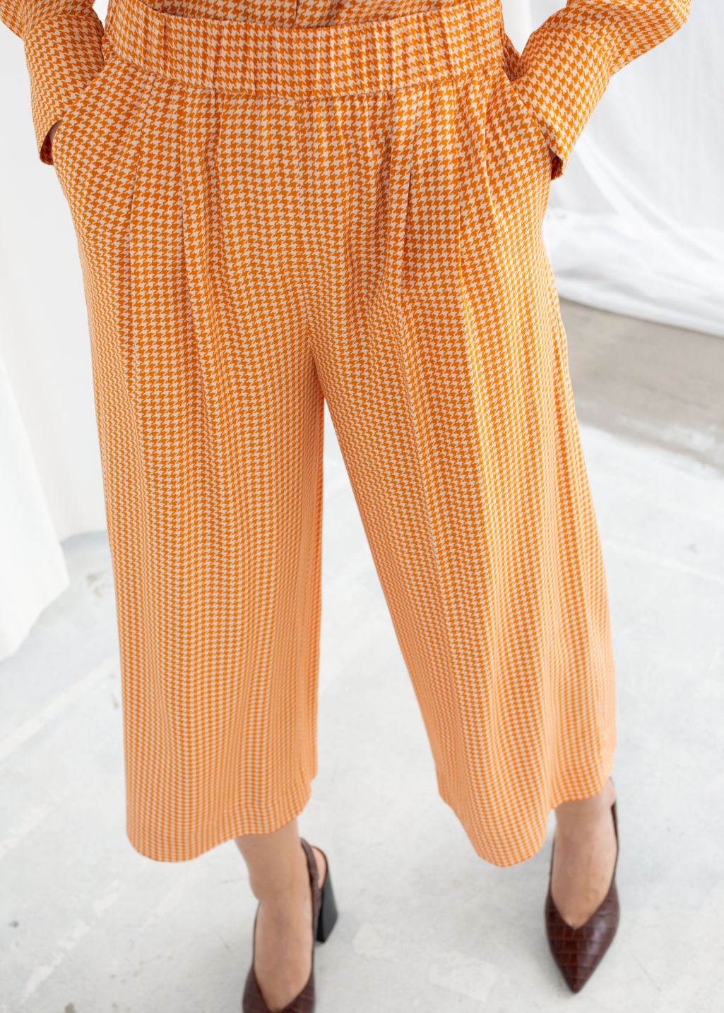 Model back image of Stories high waisted culottes in yellow