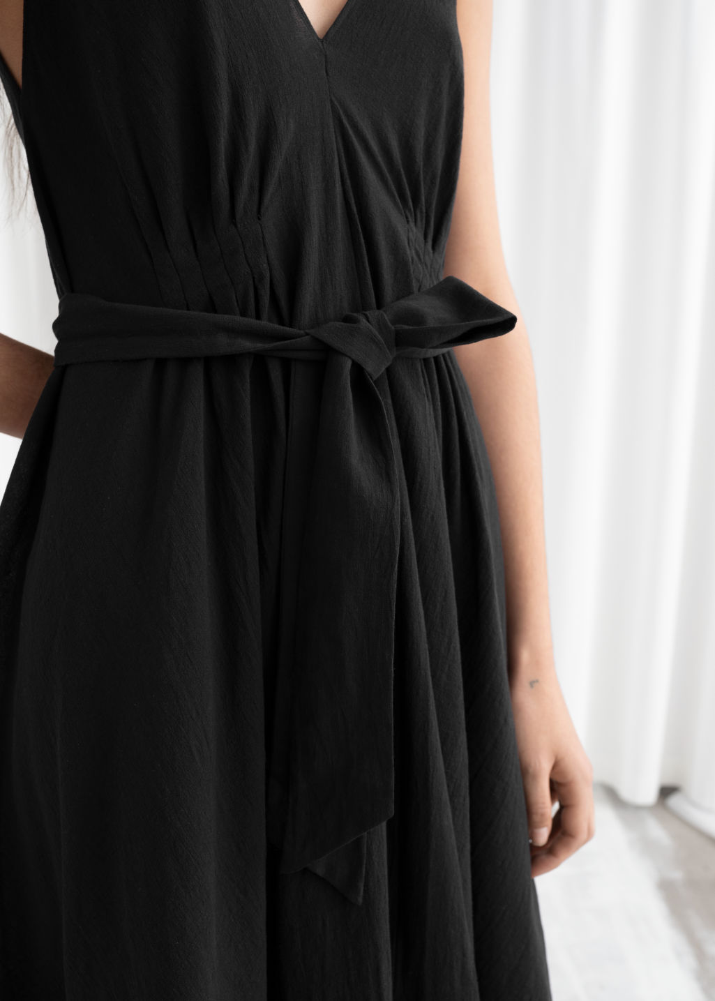 Model back image of Stories v-neck dress in black