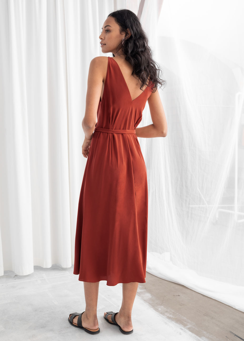 Model back image of Stories belted silk midi dress in red