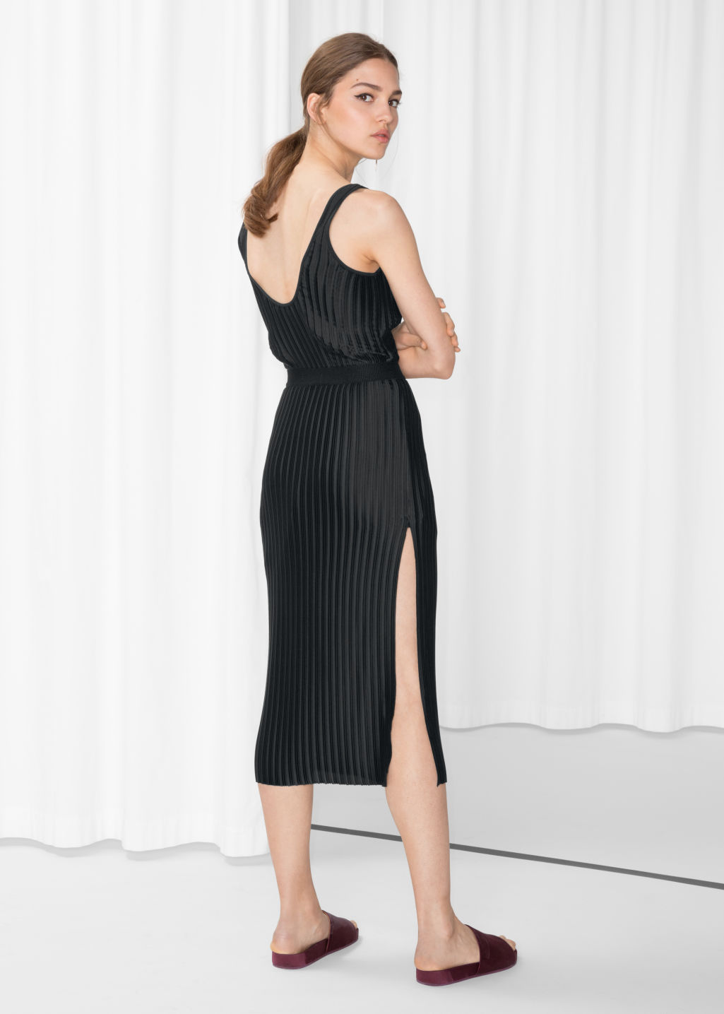 Model back image of Stories pleated slit skirt in black