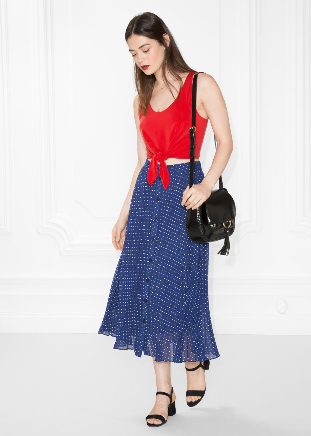 Model front image of Stories pleated skirt in blue
