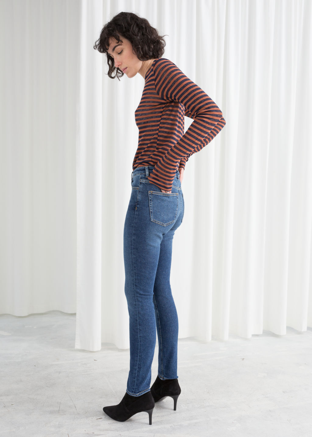 Model back image of Stories denim jeans in blue