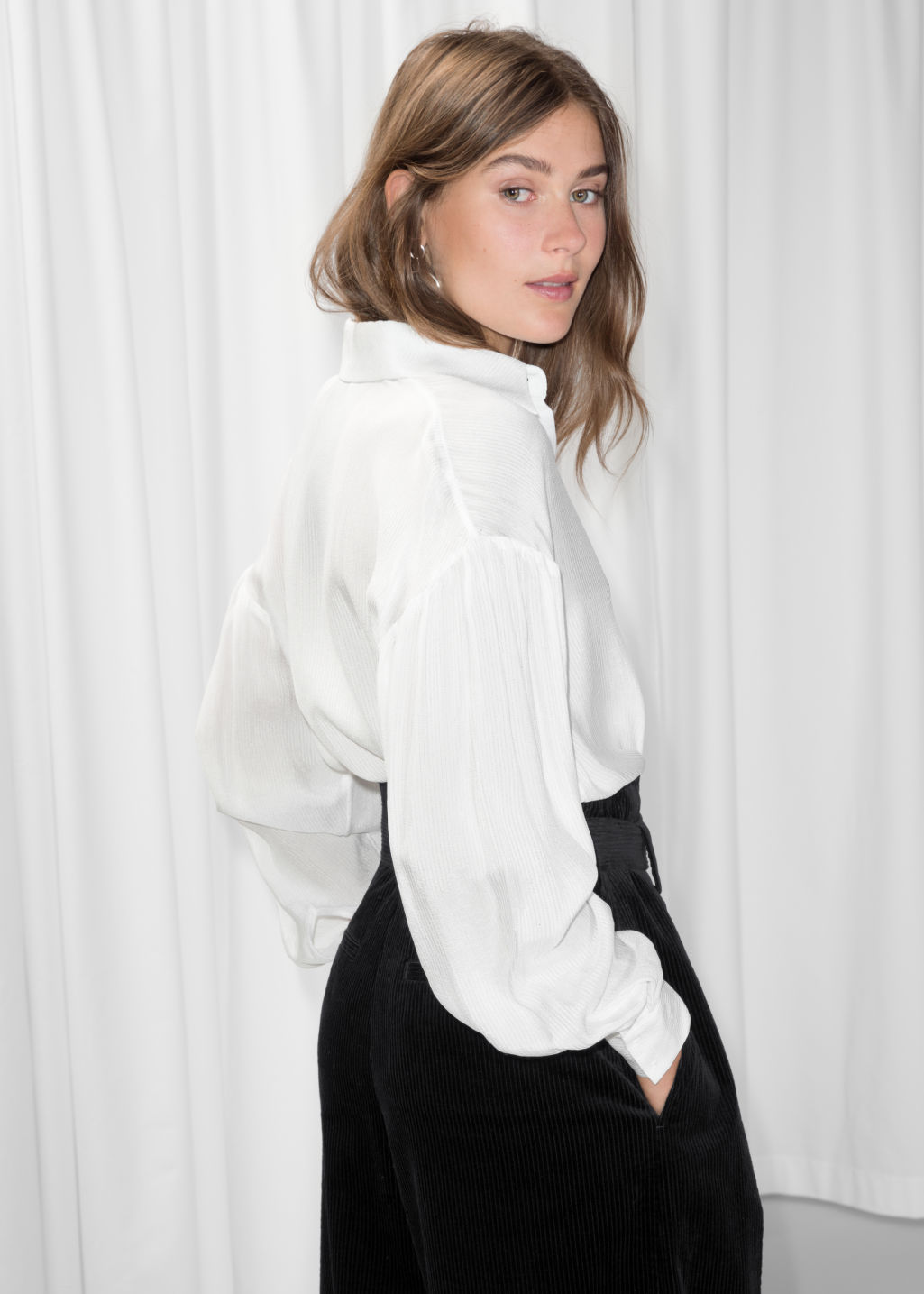Model back image of Stories large collar shirt in white