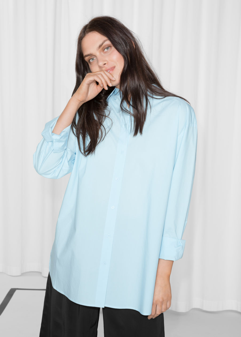 Model front image of Stories relaxed fit cotton button-down in turquoise