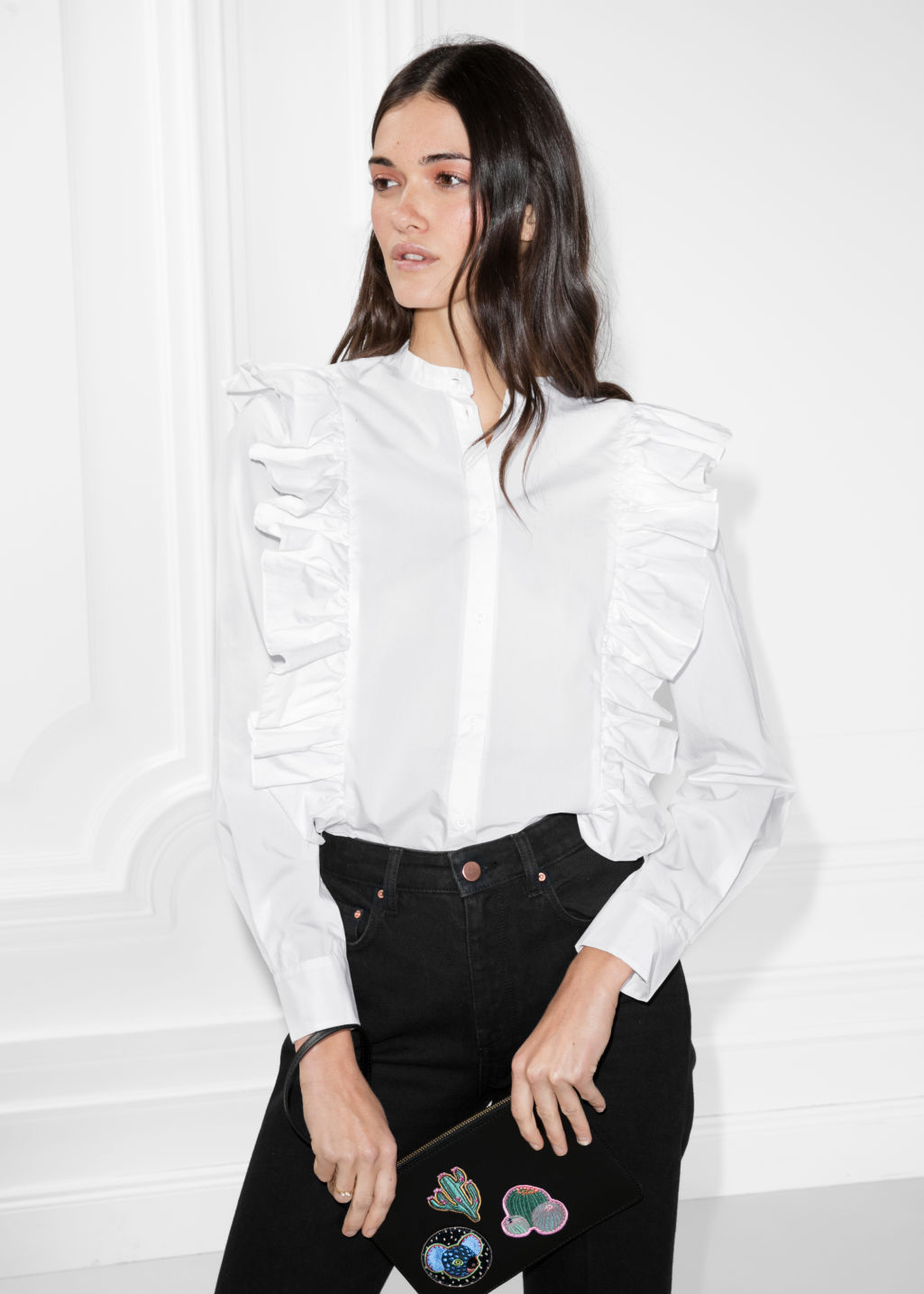 Model front image of Stories frills blouse with button closure in white