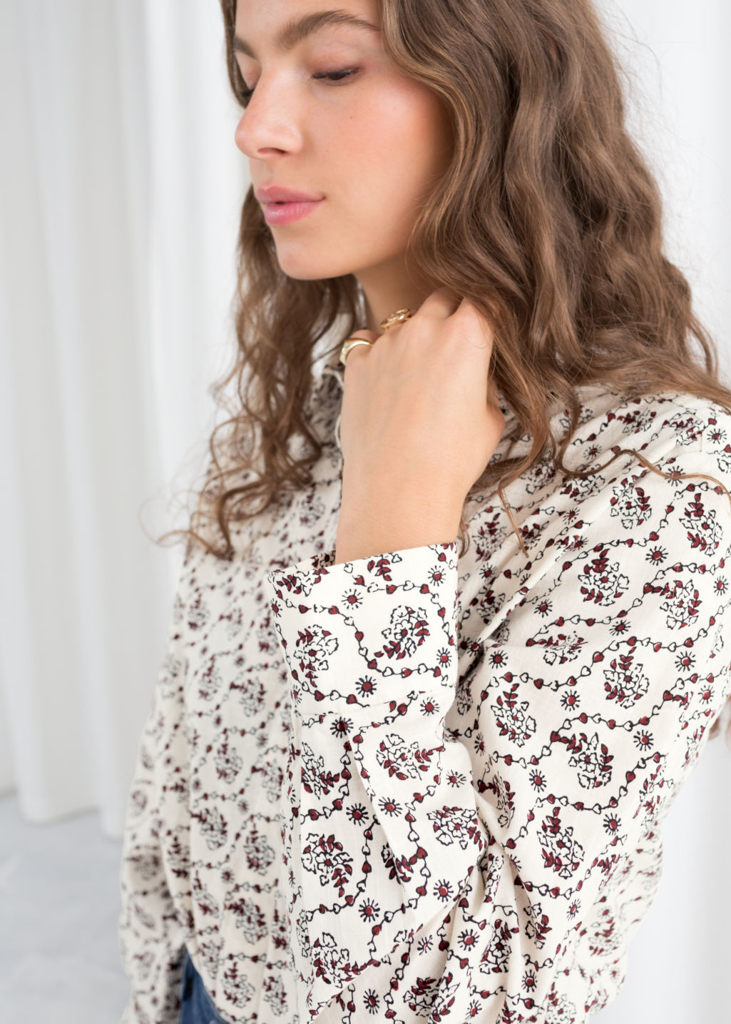 Model back image of Stories climbing floral shirt in white