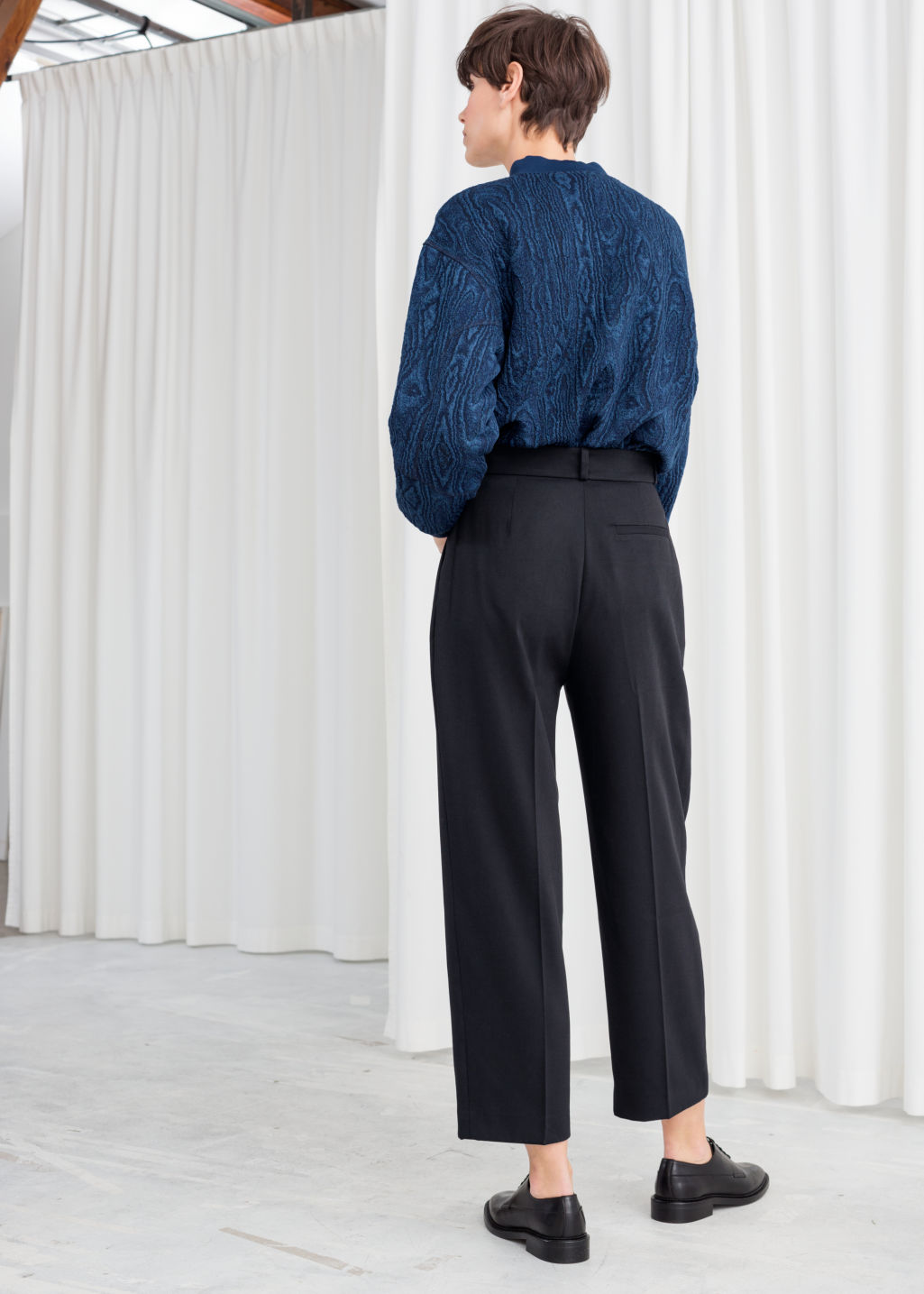 Model back image of Stories creased trousers in blue