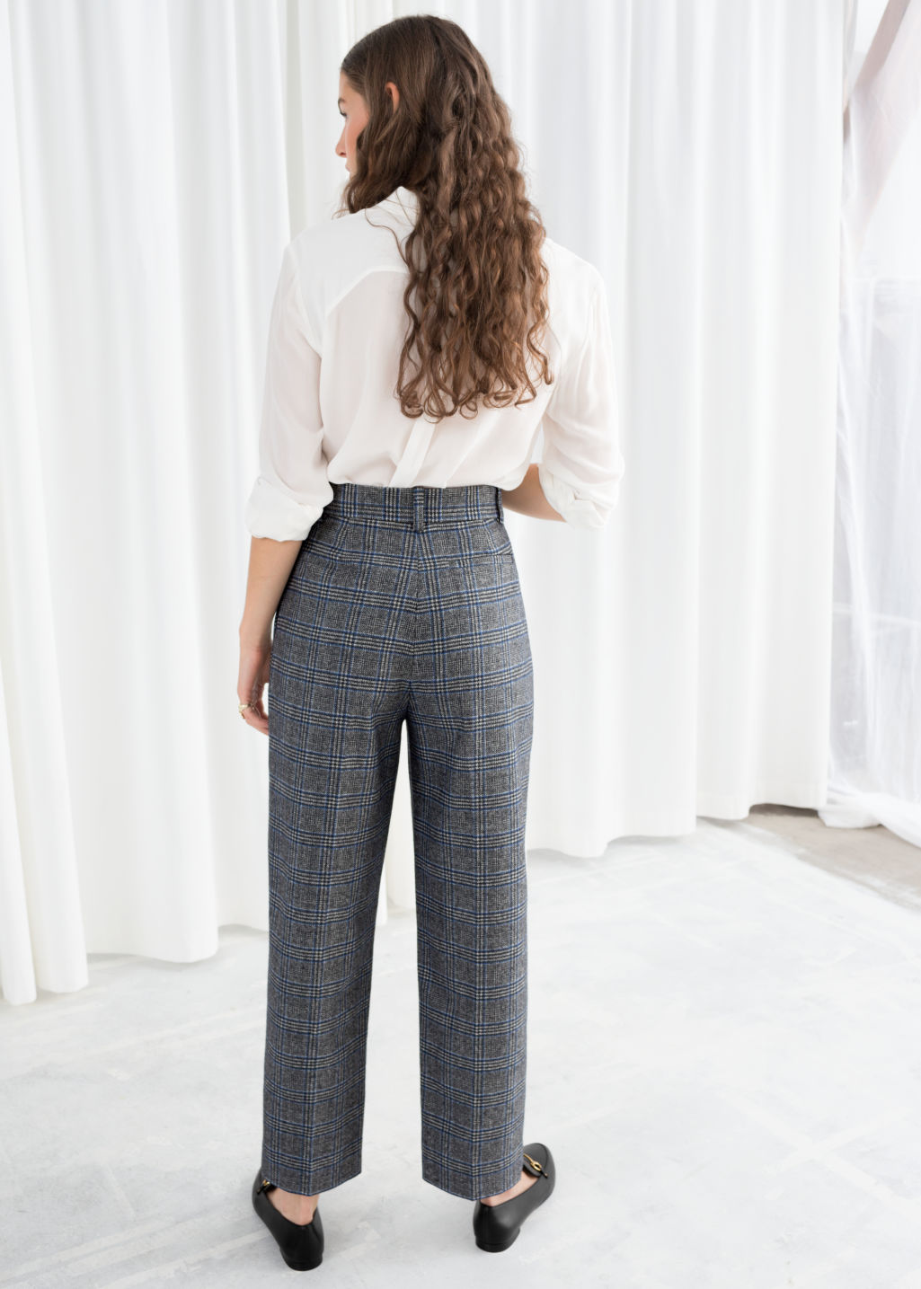Model back image of Stories creased trousers in grey