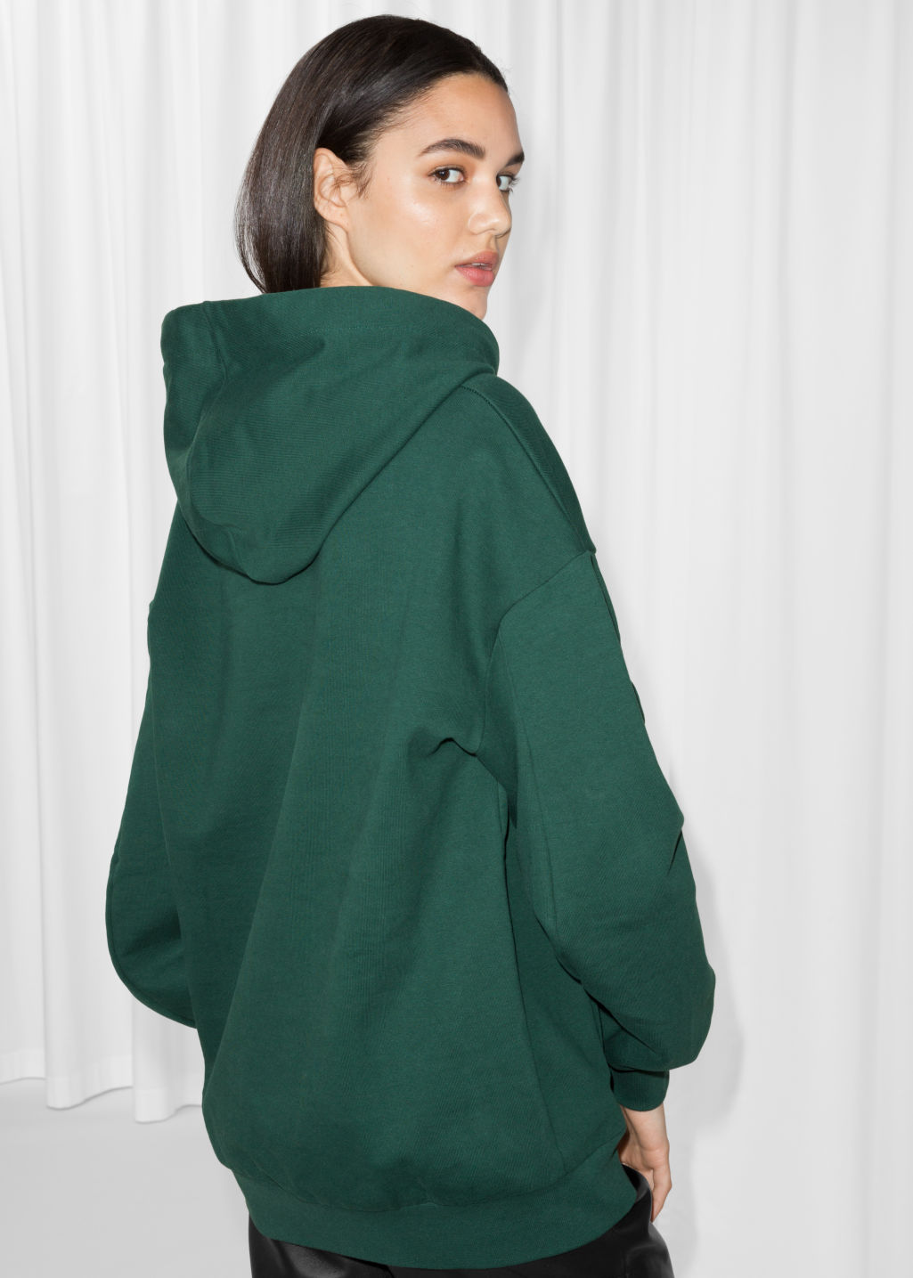 Model back image of Stories oversized sweatshirt in green
