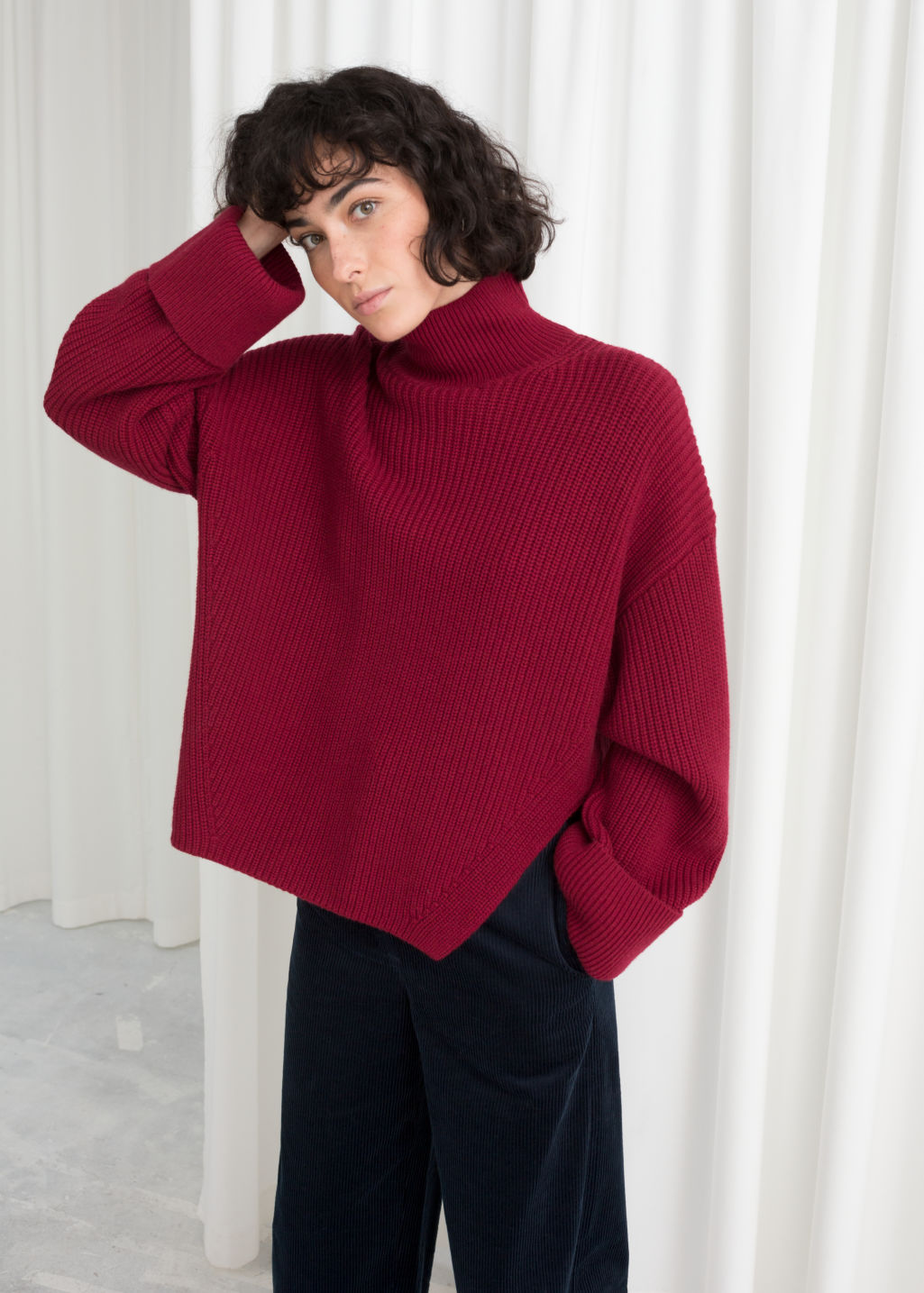 Model back image of Stories oversized side-slit turtleneck in red