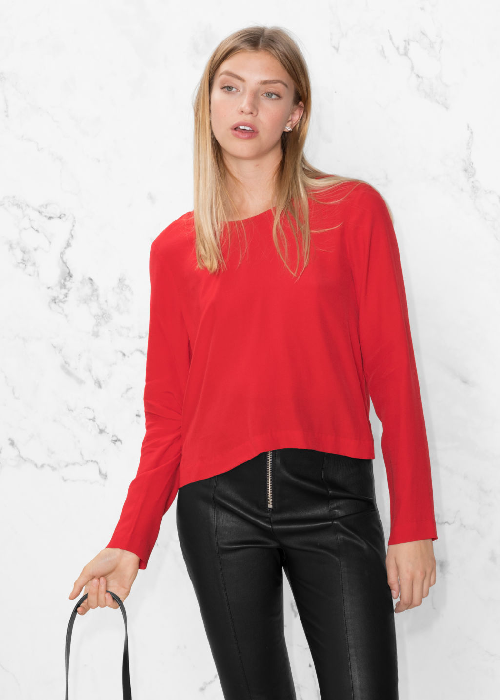Model front image of Stories v-cut back sweater in red