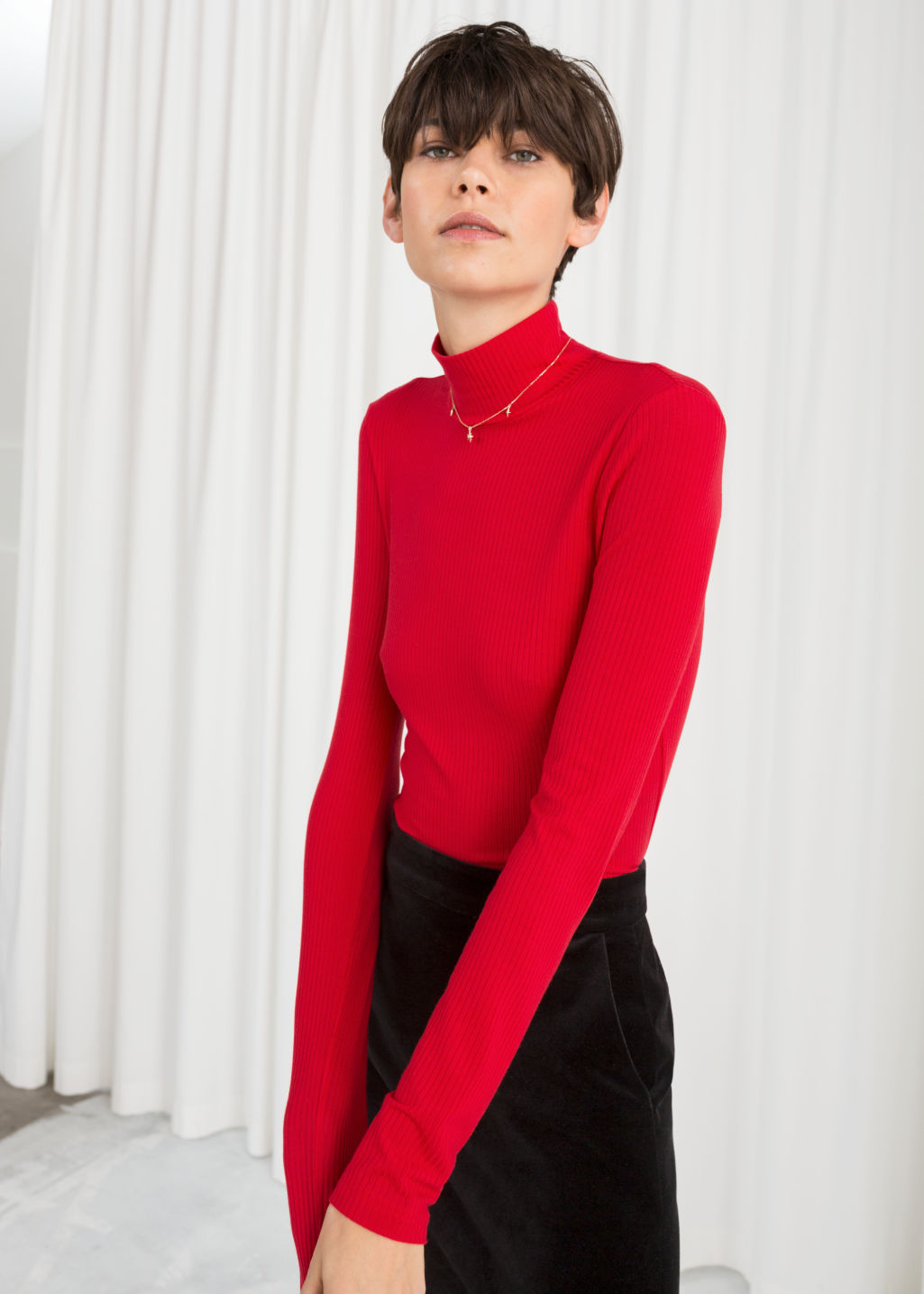 Model front image of Stories jersey turtleneck in red