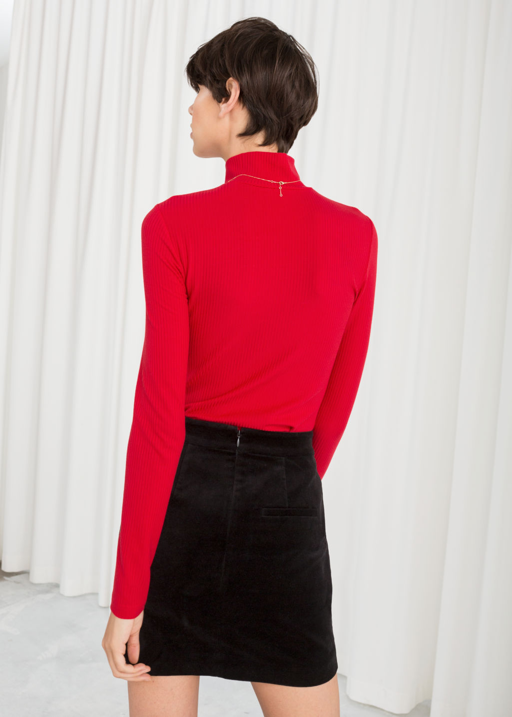 Model back image of Stories jersey turtleneck in red