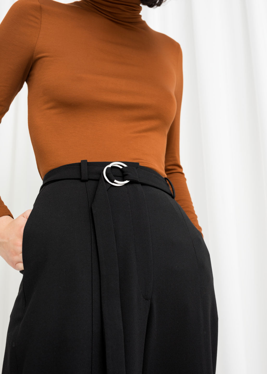 Model back image of Stories duo o-ring belted trousers in black
