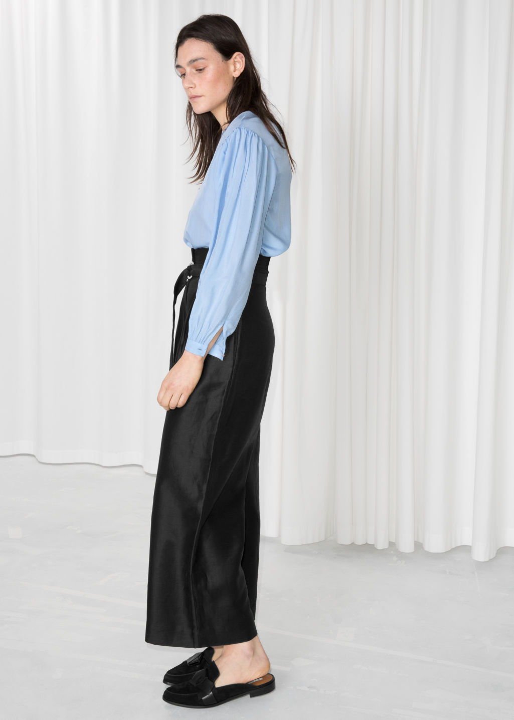 Model back image of Stories d-ring belted culottes in black