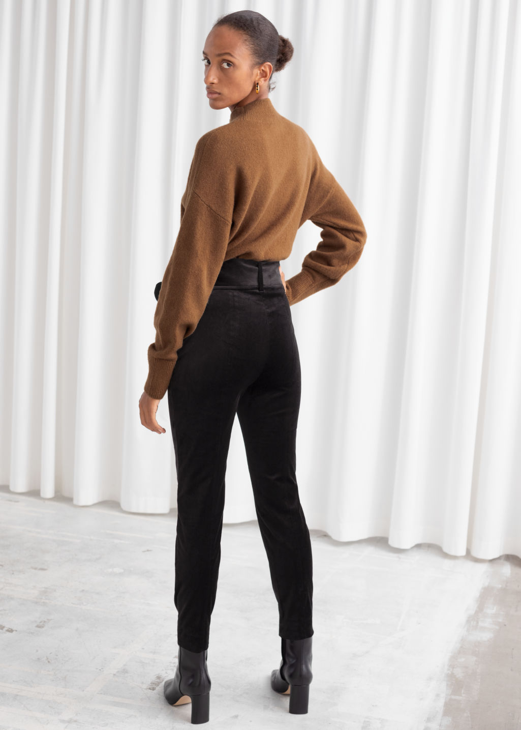 Model back image of Stories belted velvet leggings in black