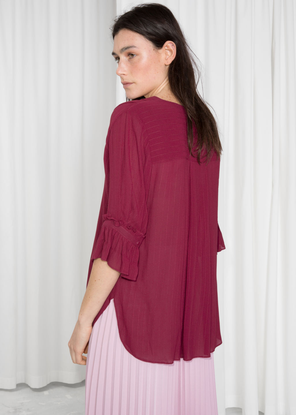 Model back image of Stories frill sleeve blouse  in red