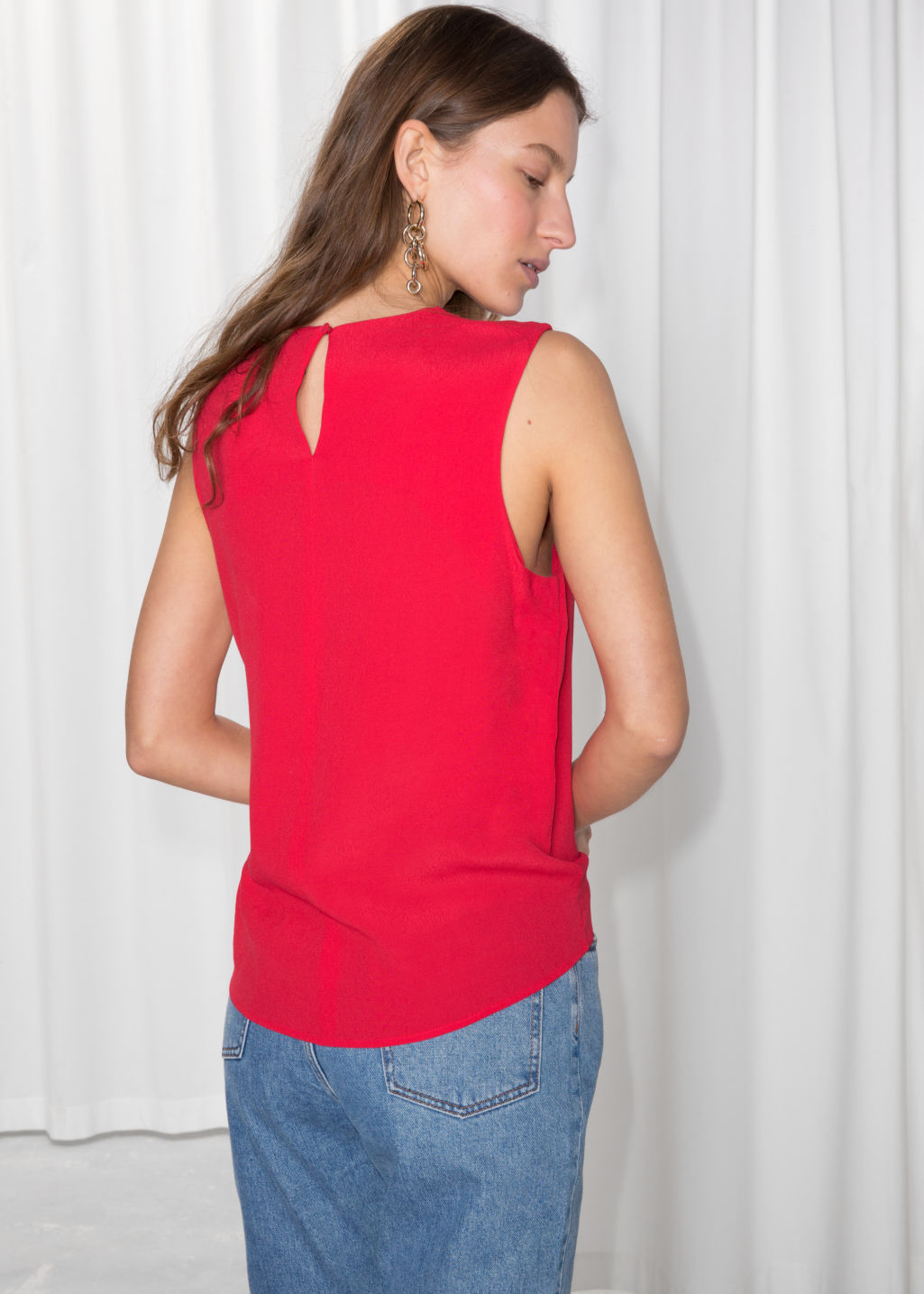Model back image of Stories sleeveless crepe top in red