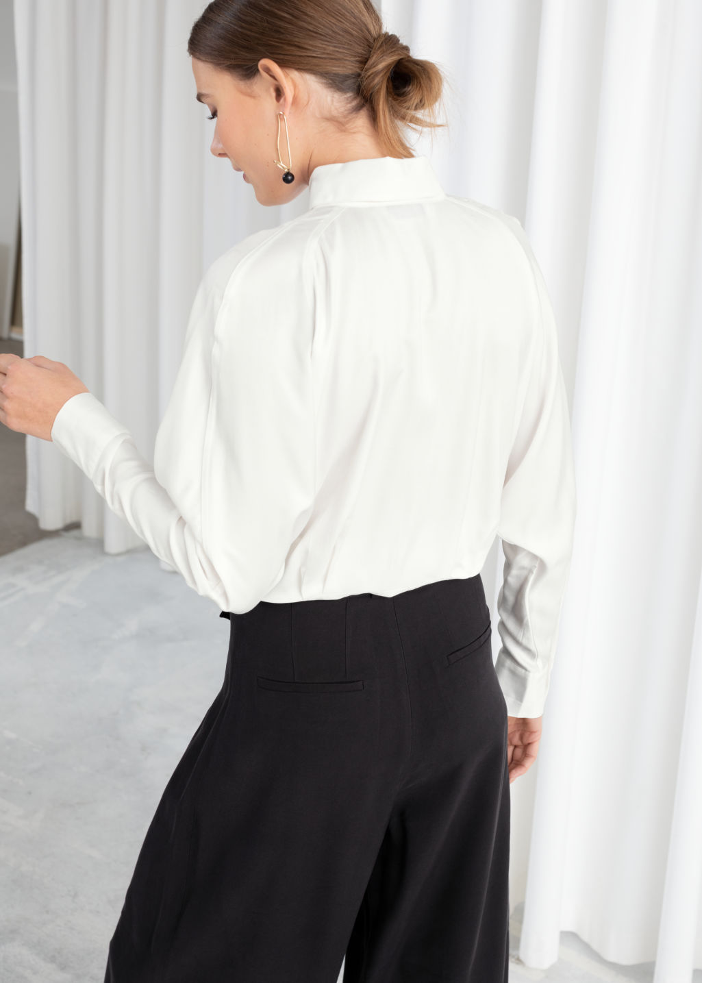 Model back image of Stories front tie button down in white