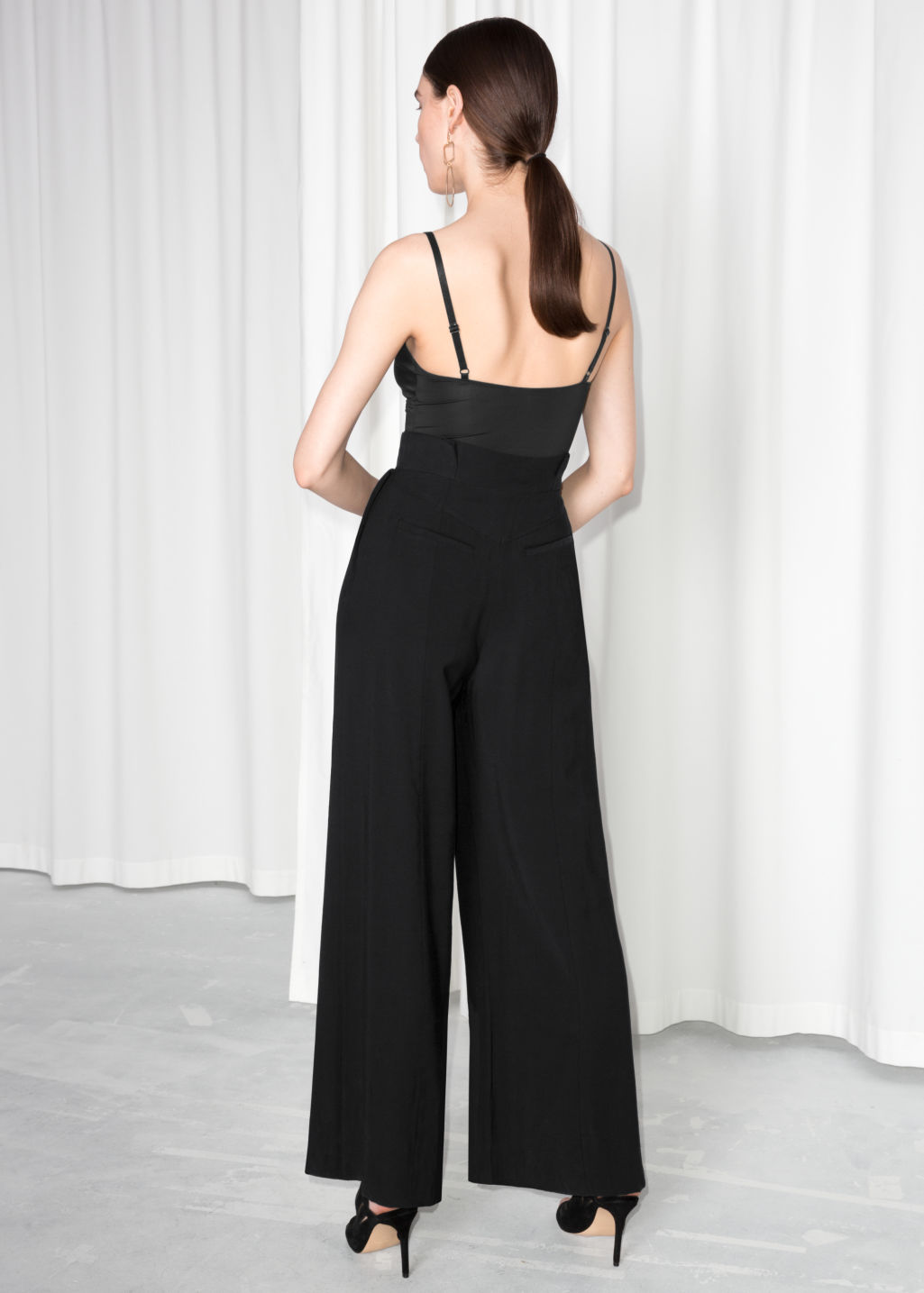 Model back image of Stories paperwaist wide trousers in black