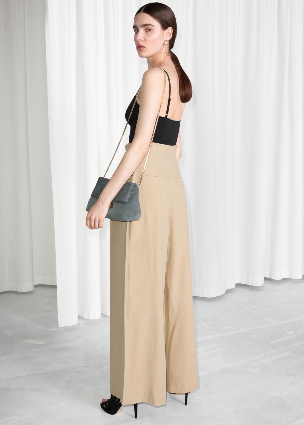 Model back image of Stories paperwaist wide trousers in beige