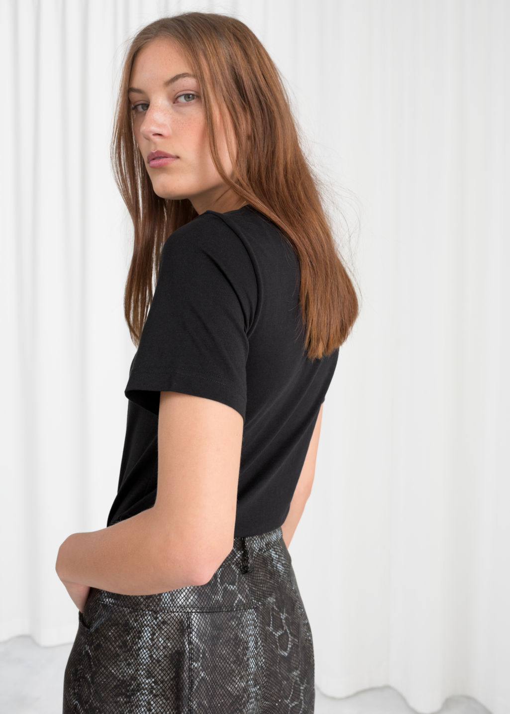 Model back image of Stories heart other embroidered tee in black