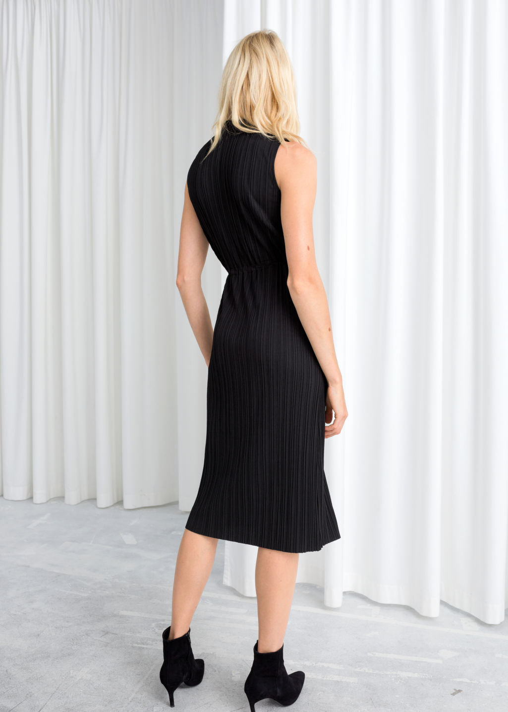 Model back image of Stories plissé pleated midi dress in black
