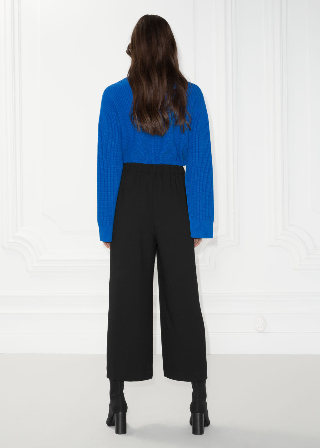 Model back image of Stories mid rise culottes in black