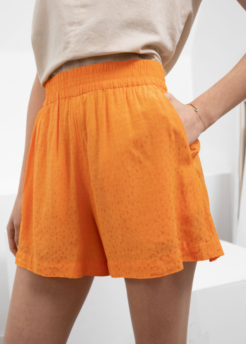 Model back image of Stories high waisted elasticated shorts in orange