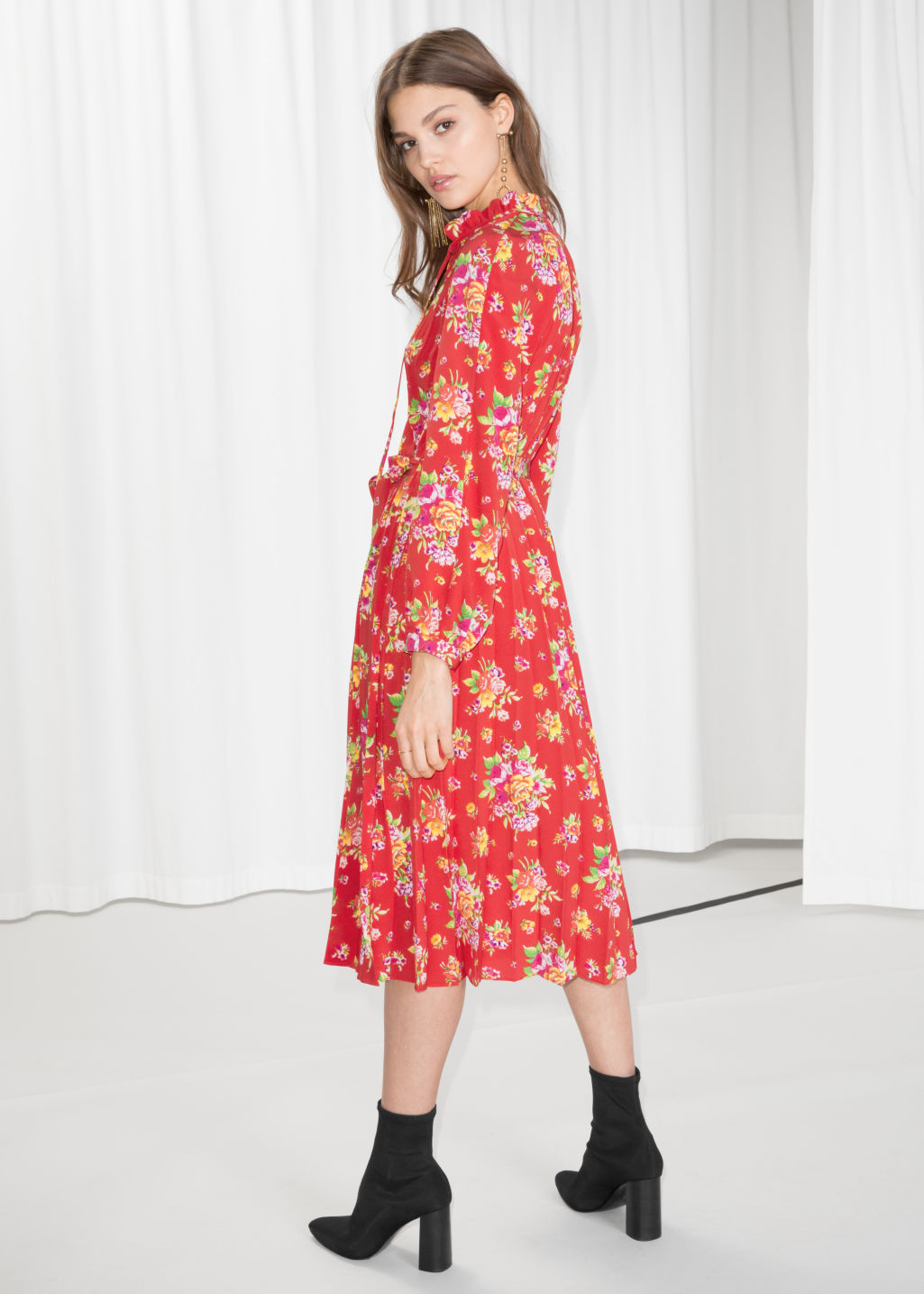 Model back image of Stories floral pleated midi dress in red