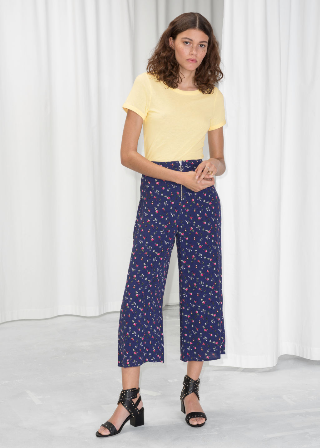 Model front image of Stories o-ring zipper culottes in blue