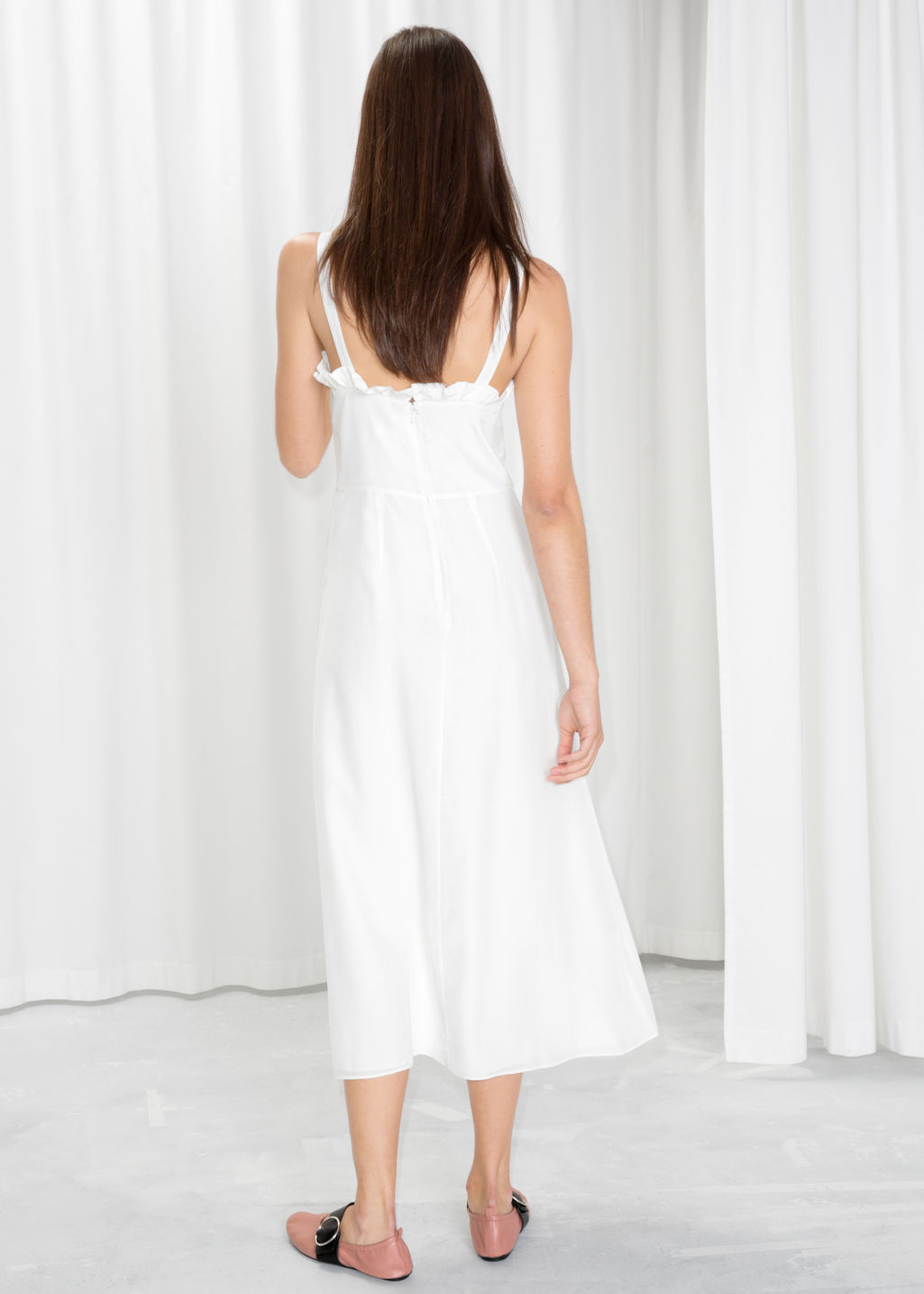 Model back image of Stories sweetheart ruffle midi dress in white