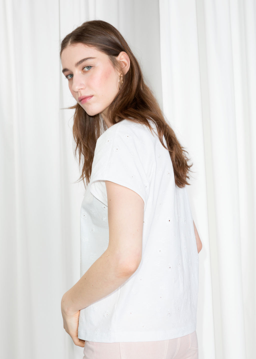 Model back image of Stories basic relaxed fit t-shirt  in white