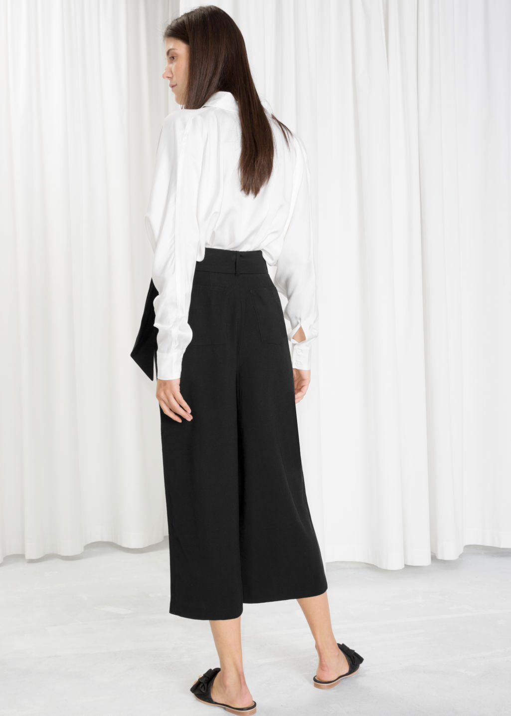 Model back image of Stories side tie culottes in black