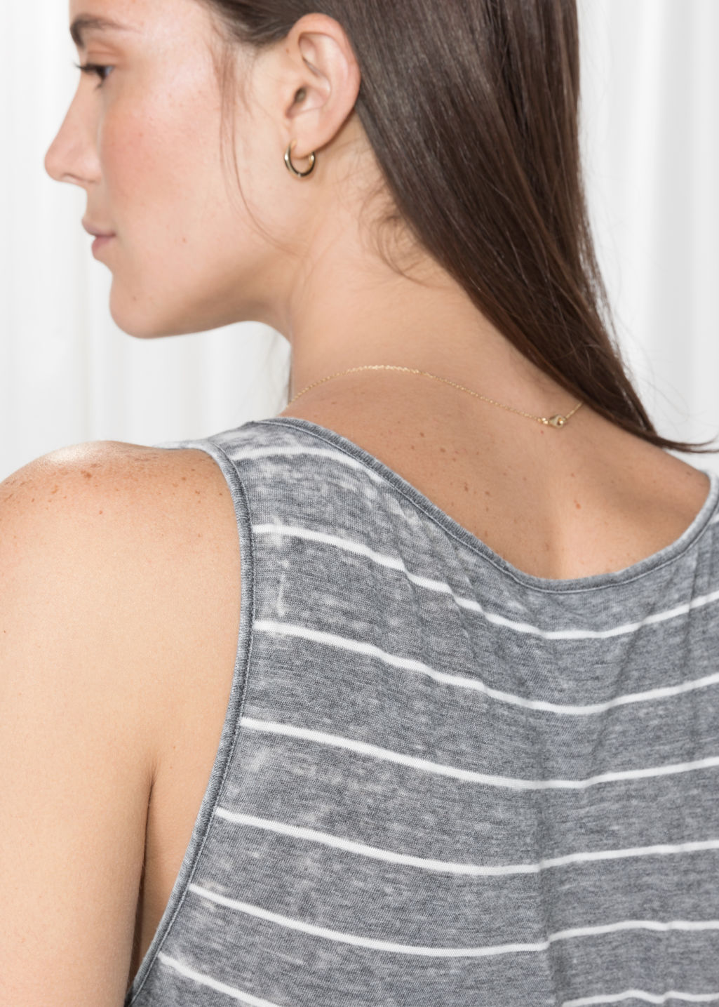 Model back image of Stories scoop neck tank  in grey