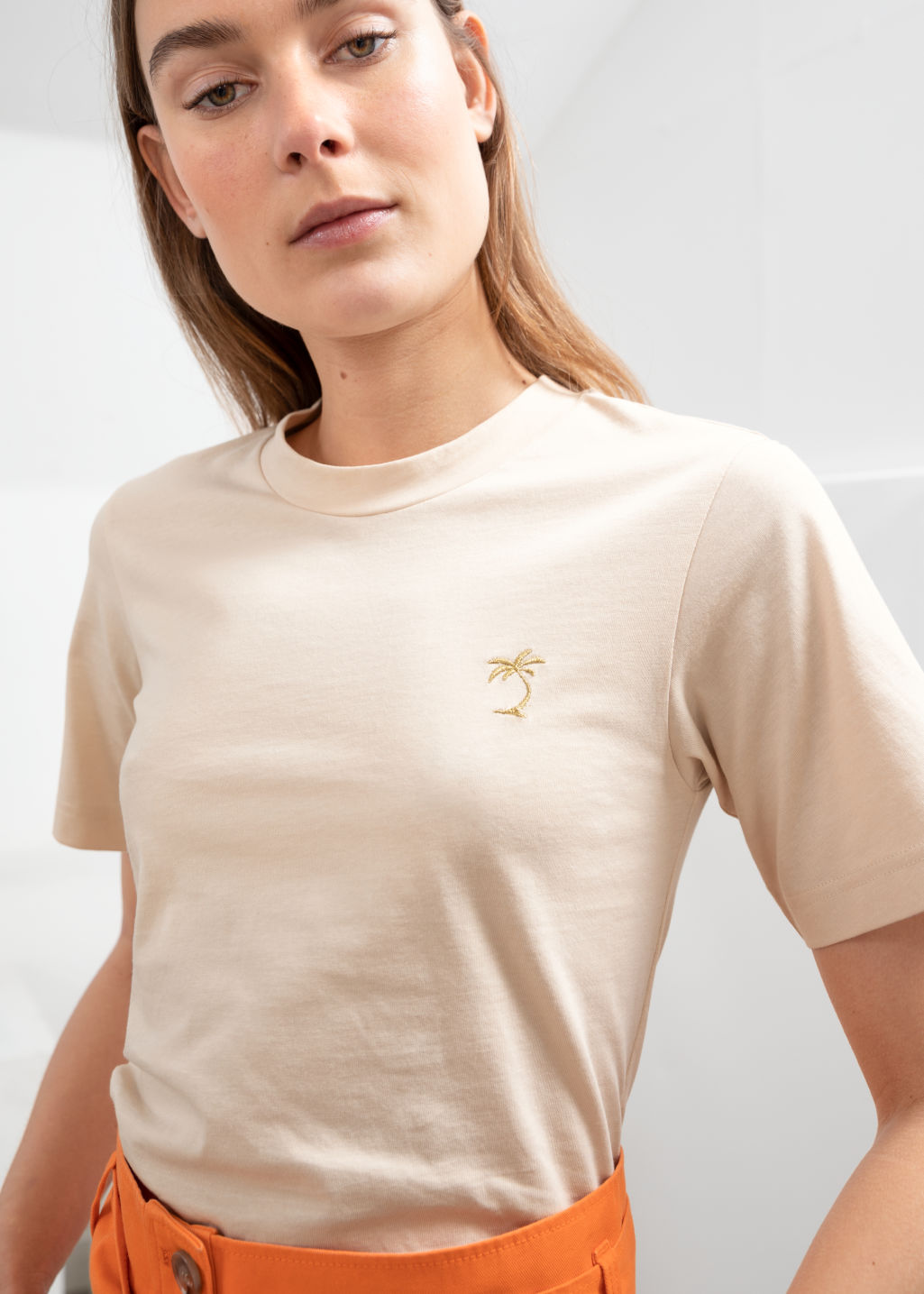 Model back image of Stories basic straight fit t-shirt in beige