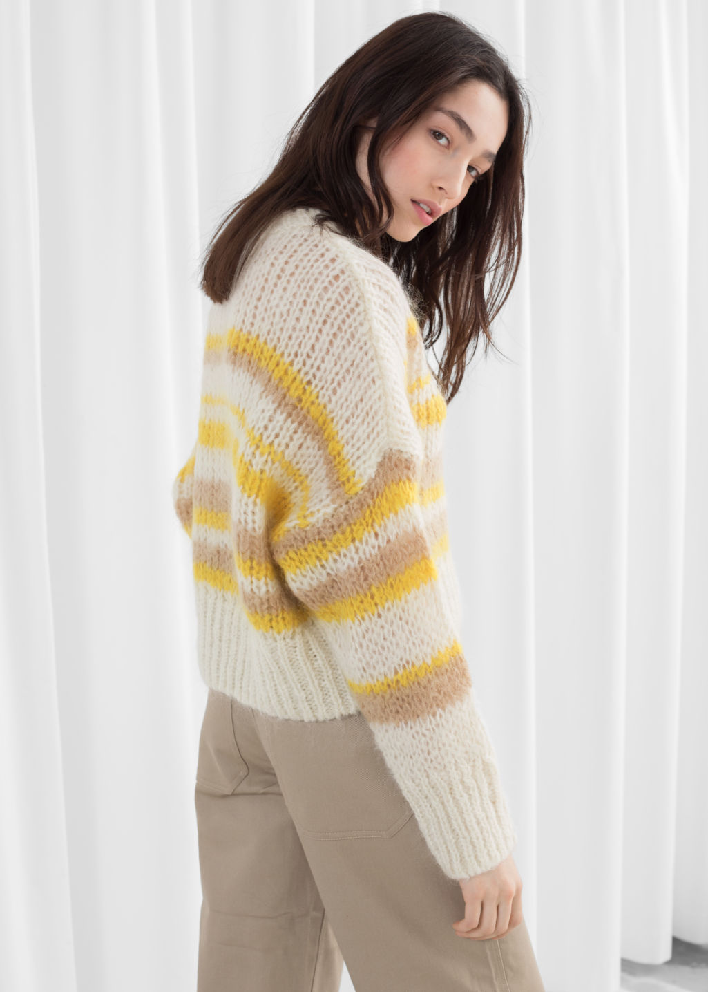 4b28b643c43ed0 Model back image of Stories wool blend chunky knit sweater in white