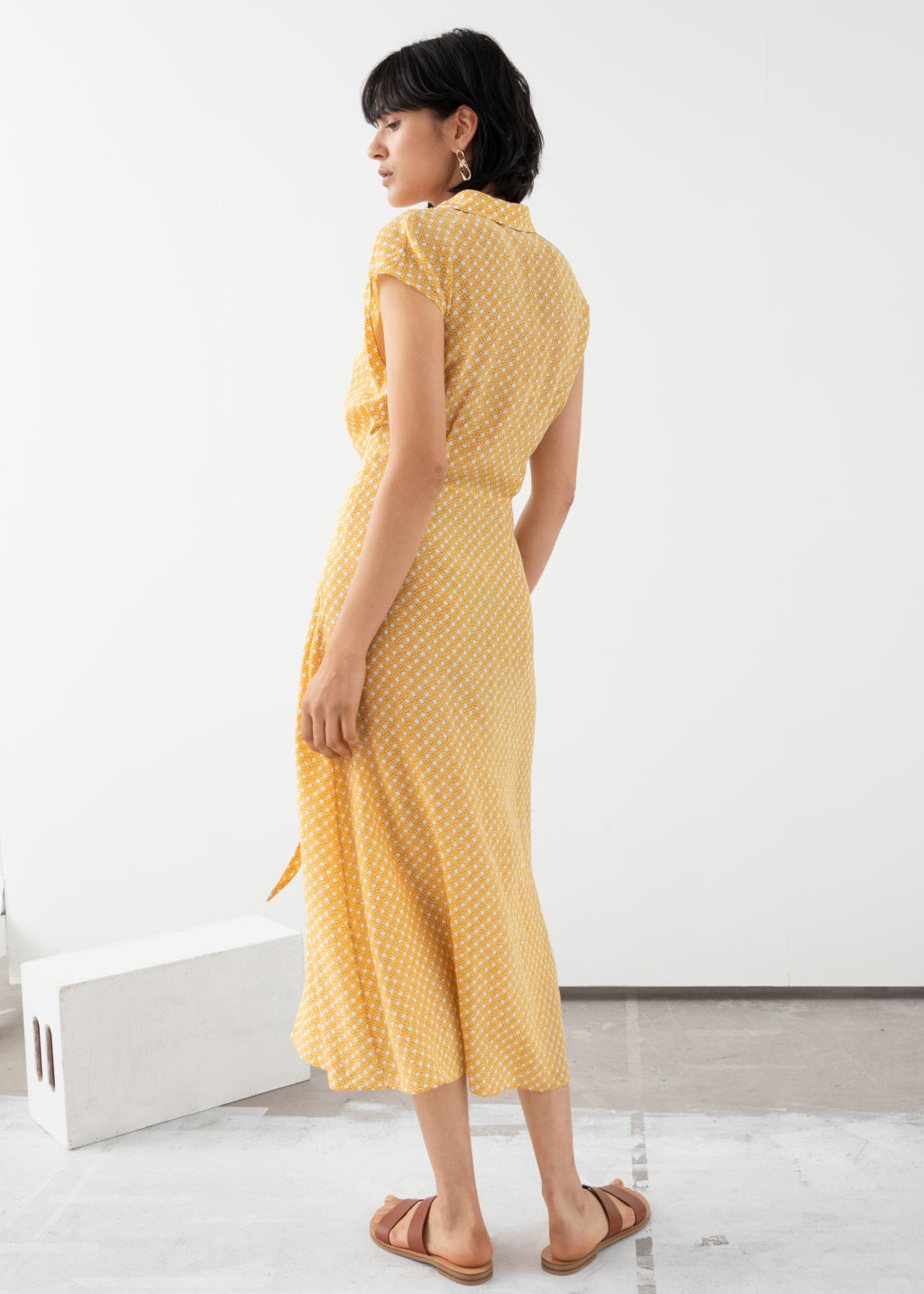 Model back image of Stories waist knot midi dress in yellow