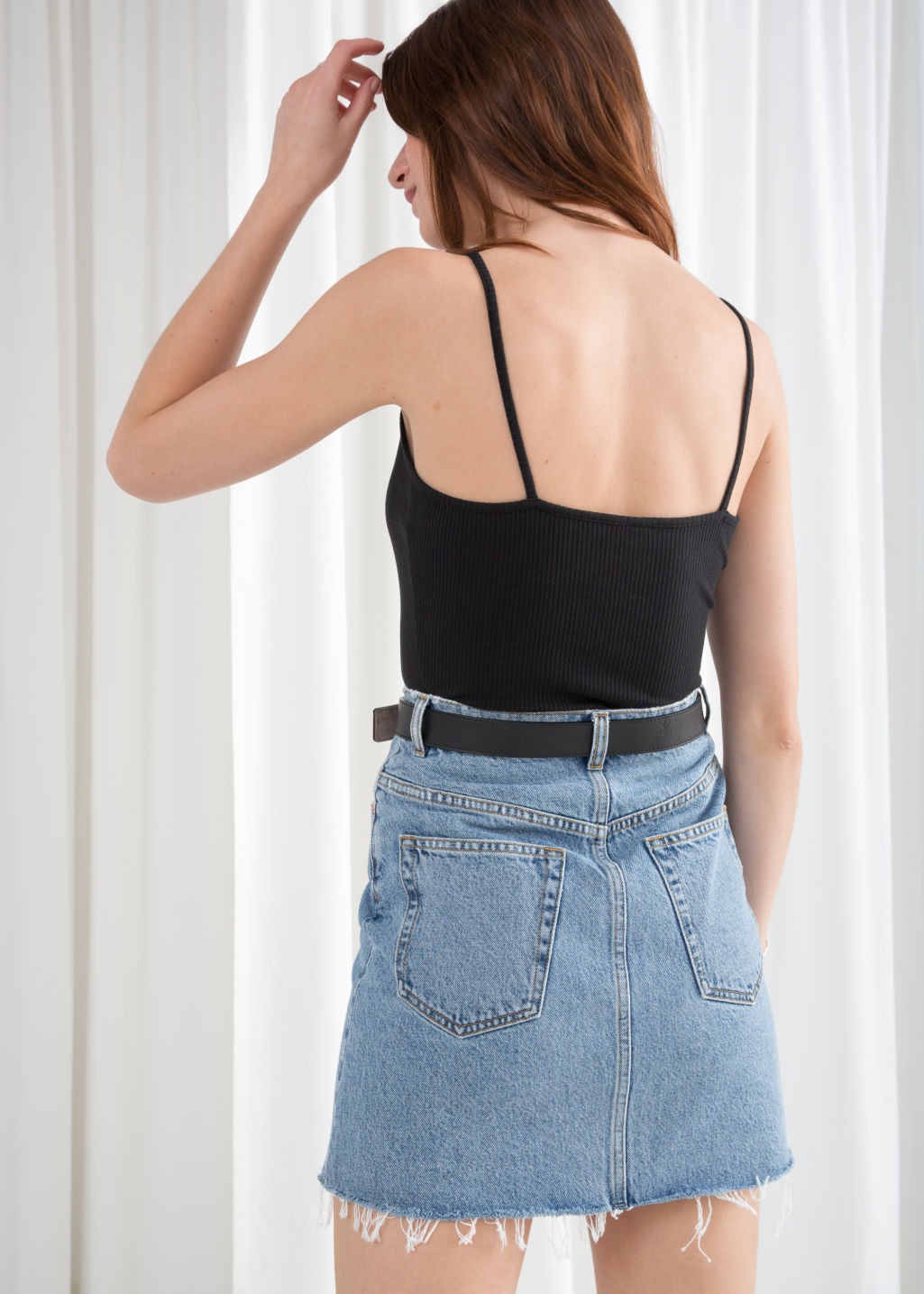 Model back image of Stories ribbed crop tank top in black
