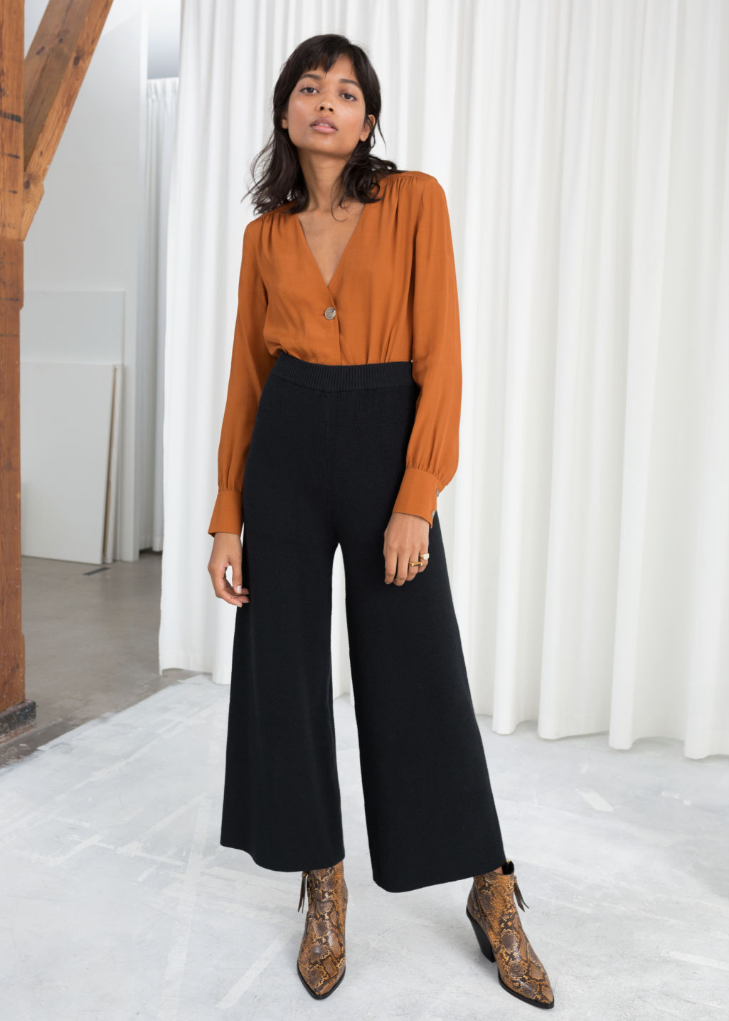 Model front image of Stories rib knit culottes  in black