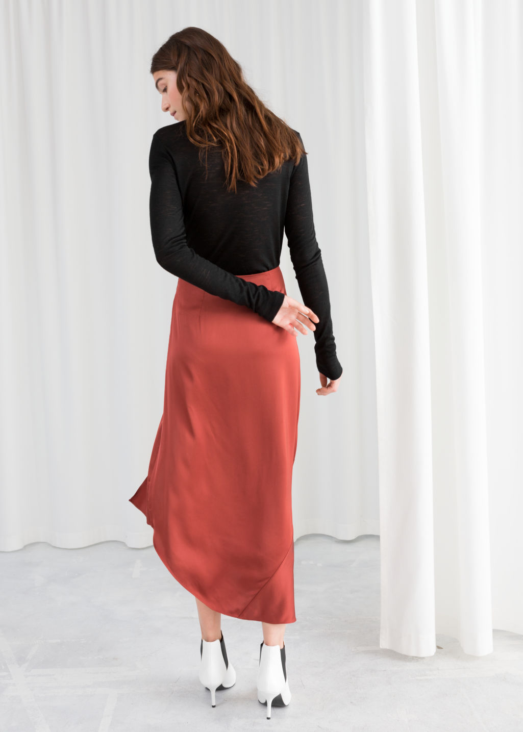 Model back image of Stories asymmetric slit midi skirt in red